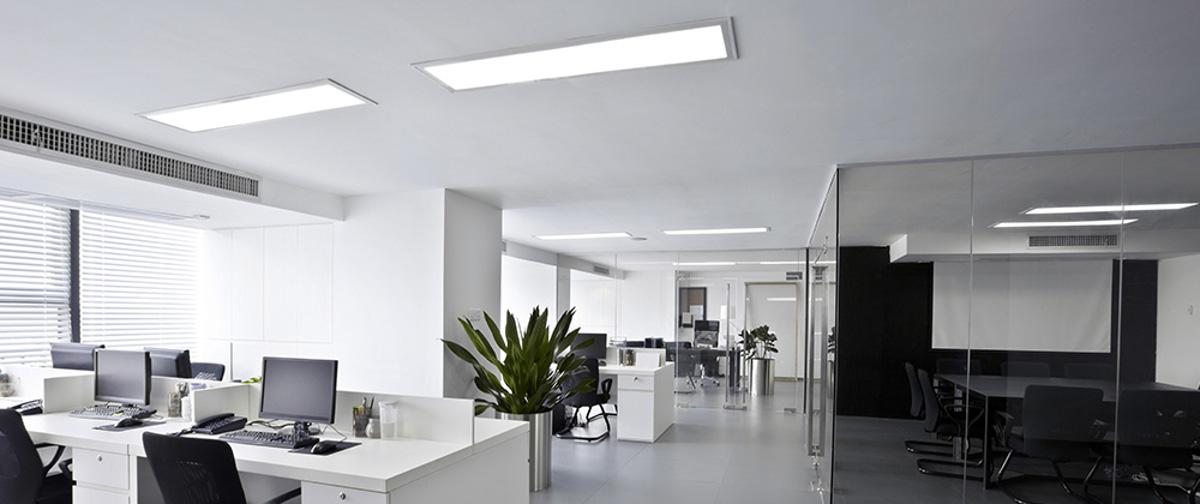 Solutions d'éclairage LED pour le tertiaire : pavés, downlights, spots, hublots…